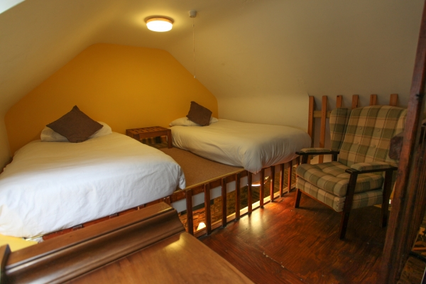 Moville Boutique Hostel - Yellow Room