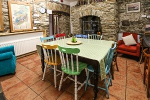 Moville Boutique Hostel - Kitchen