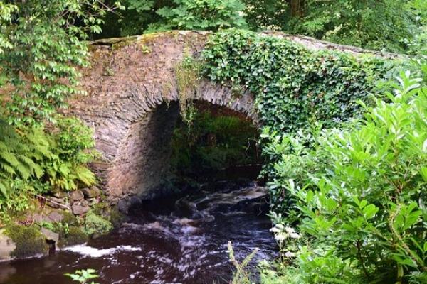 Moville Boutique Hostel - Oldest Bridge in Ireland